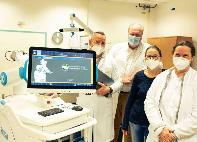 Die Universitätsmedizin Magdeburg erweitert ihr technologisches Equipment um ein weiteres Roboter-System